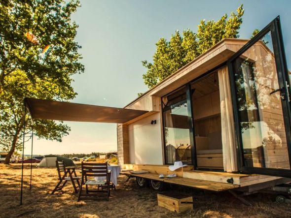 una casa rodante de madera