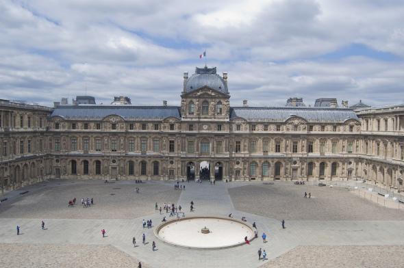 Retiran la piramide del Louvre creada por Ieoh Ming Pei