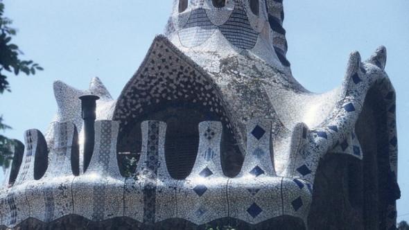 Películas Magníficas que Usan la Arquitectura de Forma Brillante: Antonio Gaudí