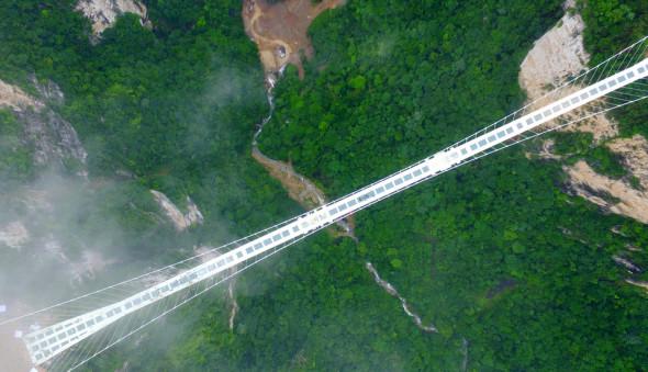 El puente de cristal más largo del mundo cierra a las dos semanas