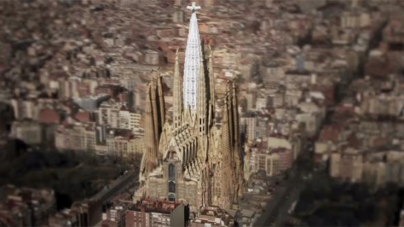 La Sagrada Família comienza a subir las cinco torres que rodean a la de Jesucristo