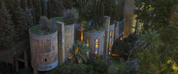 Casa en una fábrica de cemento