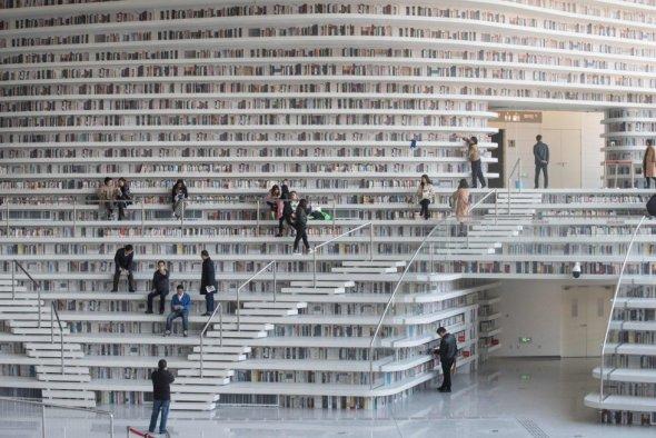 Cascadas de libros en el más reciente proyecto de MVRDV