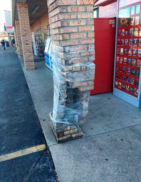 Humor en la arquitectura. Membrana estructural de plástico