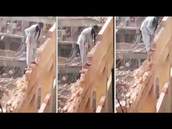 ¿Es el obrero más valiente o el más insensato del mundo? (VIDEO)
