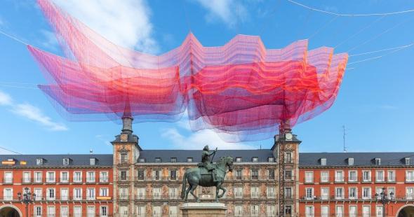 Redes flotantes en la Plaza Mayor de Madrid