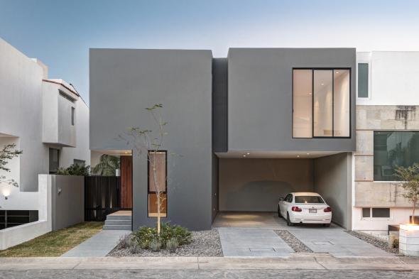 Casa en dos volúmenes
