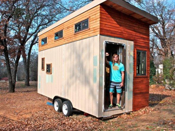 Estudiante se construye casa de 14 metros cuadrados