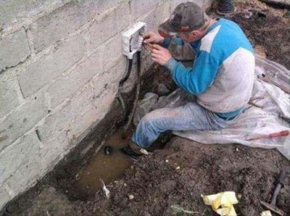 Humor en la arquitectura. Los electricistas no tienen miedo