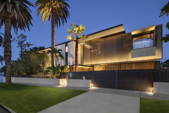 Casa con pantallas de grafito
