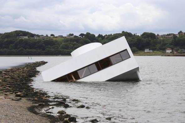 Réplica de la Villa Savoye de Le Corbusier se hunde en Dinamarca
