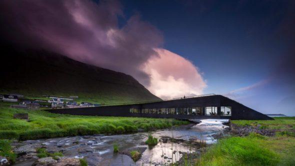 Edificio de gobierno que también funciona como puente