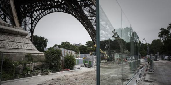 Cercada de vidrio, la Torre Eiffel se protege del terrorismo