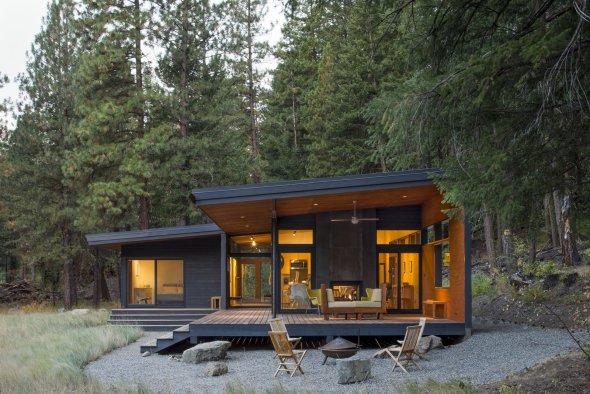 Cabaña moderna en medio del bosque