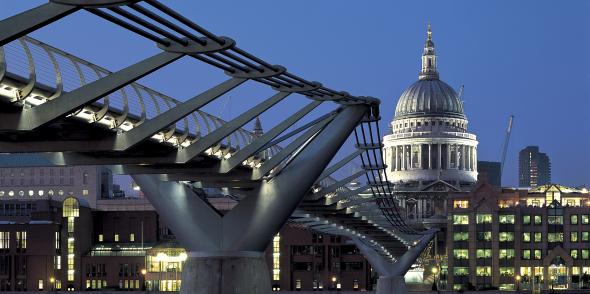 El puente de Norman Foster donde la gente se mareaba