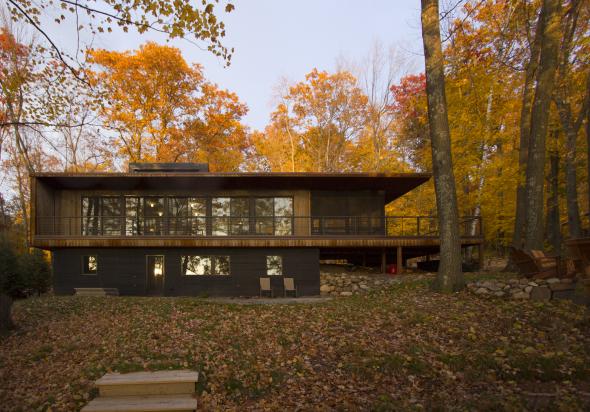 Casa de retiro prefabricada junto al lago