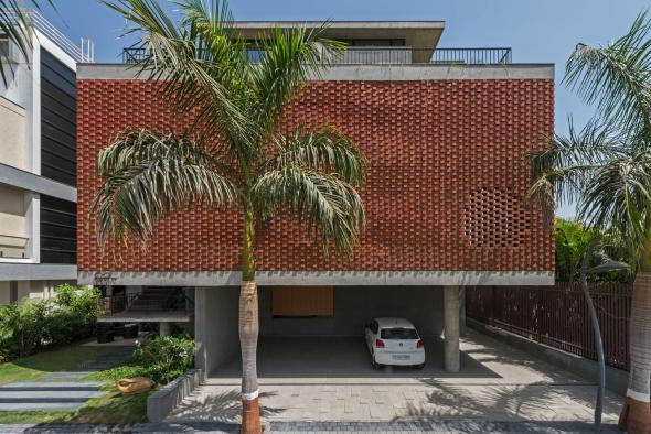 Edificio con cortina de tabiques