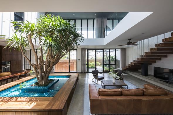 Casa vietnamita con patio interior