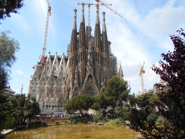 La catedral de la Sagrada Familia se construye sin licencia; se adeudan varios millones de dólares