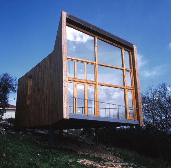 Casa construida con solo dos materiales